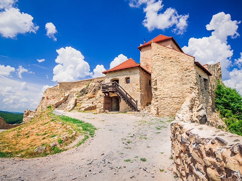 En muchas ciudades de Transilvania, al pasear por sus calles con centenarios edificios medievales, se tiene la impresión de haber retrocedido en el tiempo, hasta la Edad Media.